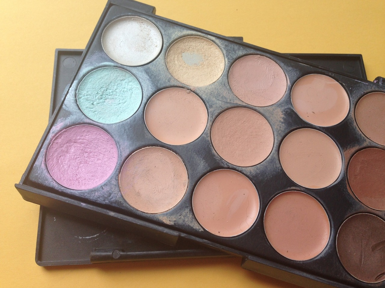 contour concealer palette - By Megan Kelly
