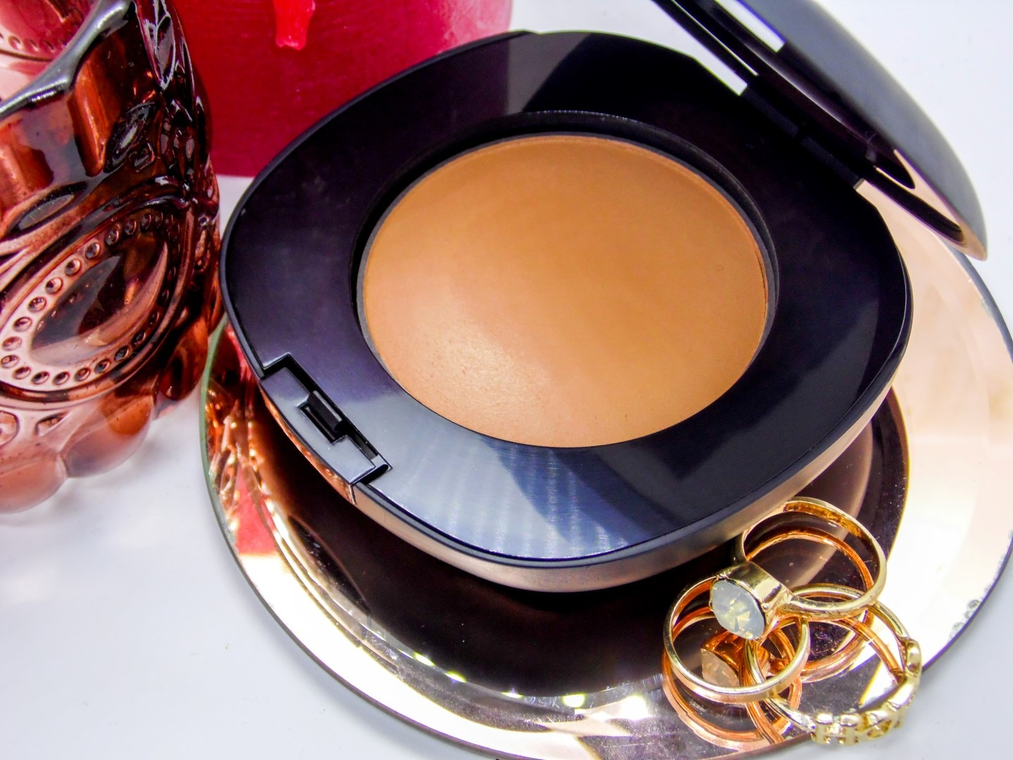 Elizabeth Arden Flawless Finish Everyday Perfection Bouncy Makeup - By Megan Kelly